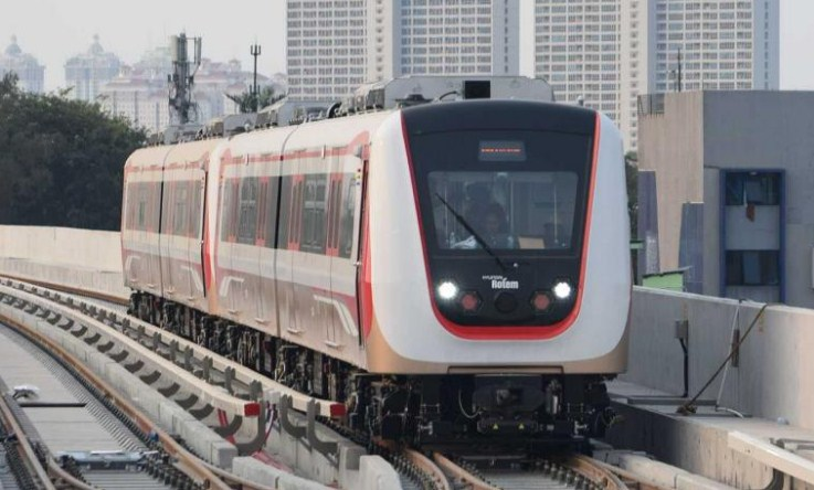 Sensasi Pertama Naik LRT Jakarta